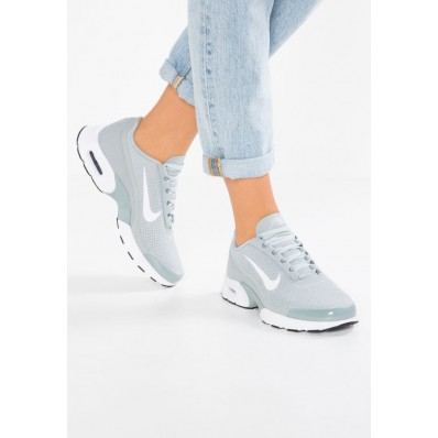 basket nike femme air max jewell